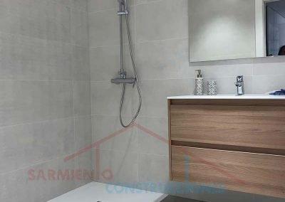 remodelacion-cuato-bano-plato-ducha-obra-otorrino-marbella